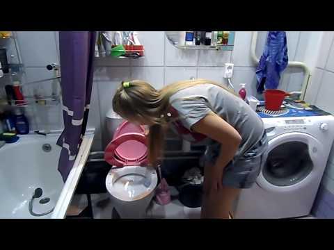 сестру в туалете порно видео