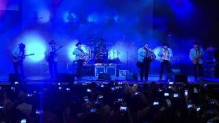 """Los Huracanes del Norte en vivo """"Por tu culpa / A mi modo"""" desde Houston Texas"""