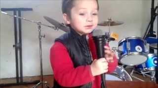 "Juan Salvador singing ""Shock the monkey"" (Peter Gabriel)"