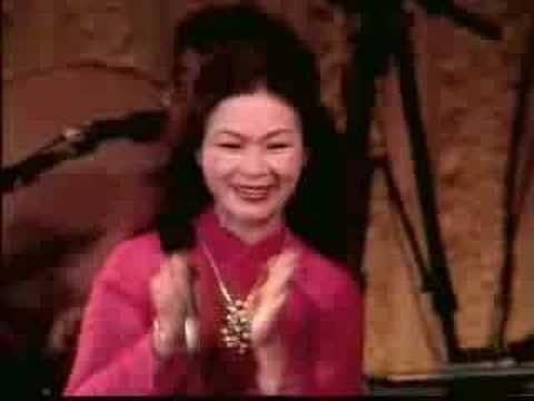 Quỳnh Hương - Khánh Ly trình diễn tại Nhật