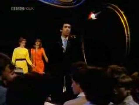 Jona Lewie  Youll Always Find Me In The Kitchen At Parties