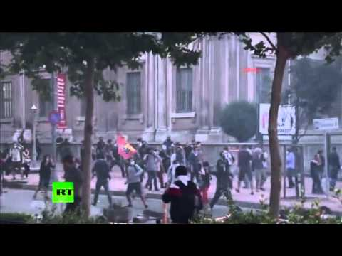Video: Turkish police brutally disperse Istanbul park demolition protest