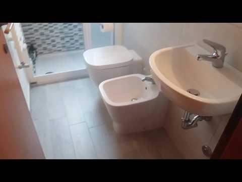 Bagno Stretto E Corto : 5 semplici trucchi per ristrutturare un bagno stretto e lungo