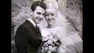Супруги надели старые свадебные наряды для празднования золотой свадьбы