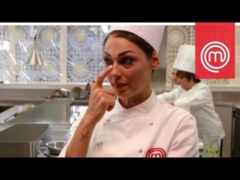 Anna Tatangelo piange dopo aver servito il suo piatto | Celebrity MasterChef Italia 2