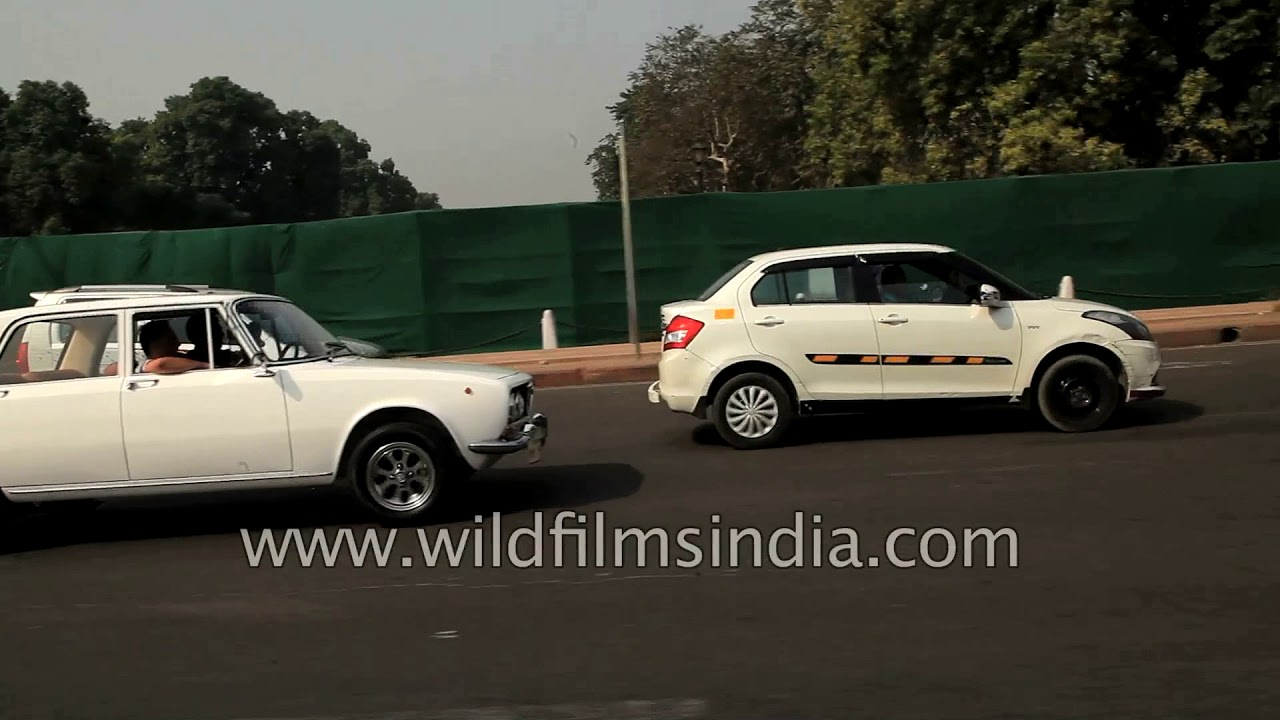 Vintage cars bring an old-world charm in Delhi - YouTube
