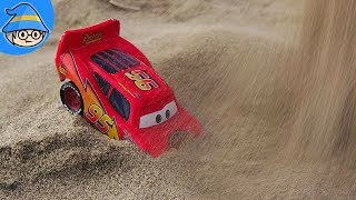 Lightning McQueen hides in the sand. Car toys Hide and seek in the sand.