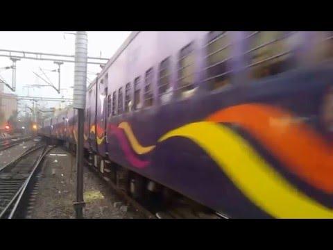 22418 Mahamana Express with GZB WAP5 #30011 Navodit departing from Platform 2