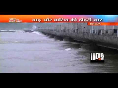 Surat, Vadodara trapped by flood