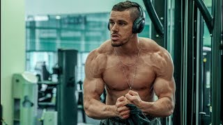 My First Chest & Tri's Bodybuilding Workout (Full Workout)