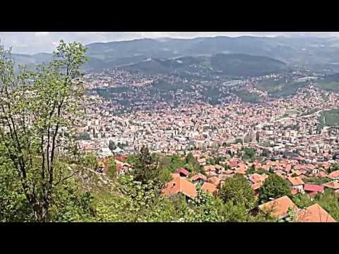 Vistas de Sarajevo desde antiguo edificio derruido