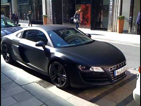matt black audi r8 v10 stands in neuer wall in hamburg youtube. Black Bedroom Furniture Sets. Home Design Ideas
