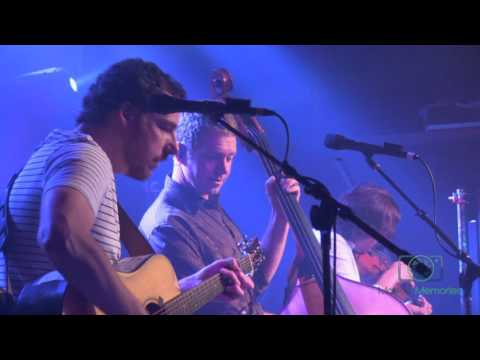 The Infamous Stringdusters  2016-02-19  Hobo Song - Cluck Old Hen