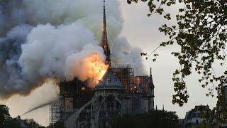 Incendio en curso en la catedral de Notre Dame en París