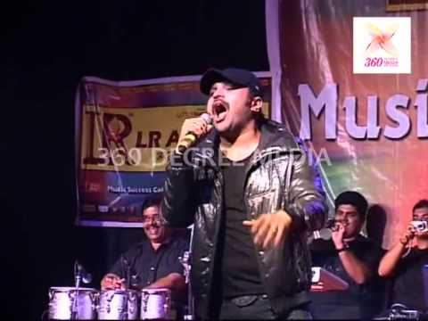 'Khiladi 786' promotion- Himesh Reshammiya along with the audience,sings 'Hookah Bar' & another song Mp3