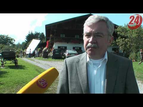Sepp Bumsinger kommt ganz knapp an der Watschn vorbei ! from YouTube · Duration:  39 seconds