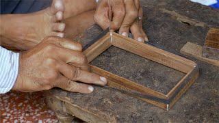 Tarkashi - A craftsman is binding the wooden pieces together with the rubber band