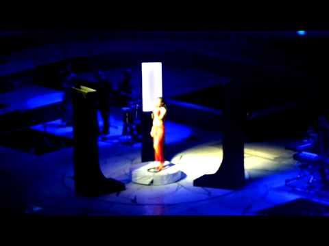 Rihanna - Loveeeeeee Song - DVD The Diamonds World Tour Live At Buffalo (HD)