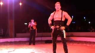 Circus Strongman Hercules in Zippos circus in London. May 2013 Силовой жонглер