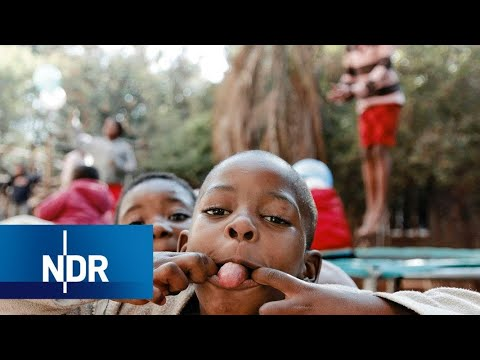 Waisenhaus in Südafrika: Wie Freiwillige aus Deutschland Aids-Waisen helfen | 7 Tage | NDR