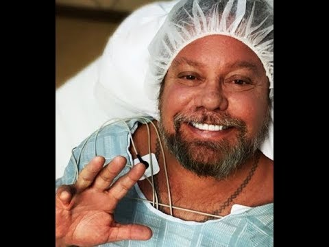 MÖTLEY CRÜE's Vince Neil gets his hand fixed .. Nov 27 in Nashville, Tennessee!