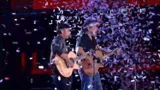 Konser Iwan Fals dan Iwan S. Manurung NET tv di Medan - Bento