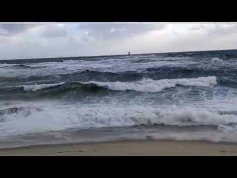 Oleaje en A Mariña en un lunes en alerta por vientos