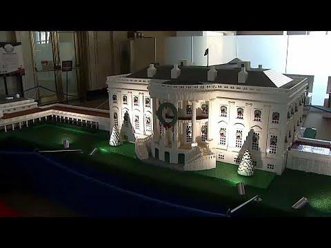 شاهد: مجسمٌ لمبنى البيت الأبيض وقد تزيّن بحلي أعياد الميلاد …  - نشر قبل 9 دقيقة
