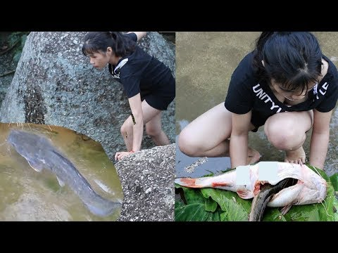 Primitive Technology -  Cooking Big Cat Fish By  Girl At River  -  Eating Delicious