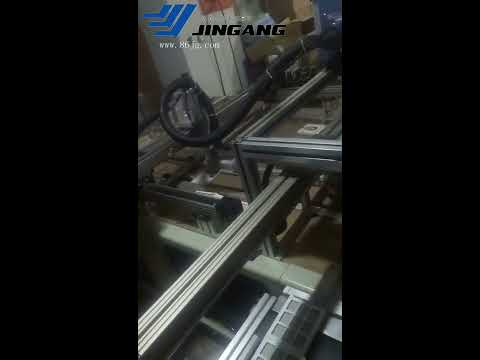 Automatic glue spraying machine (4) for rigid box packaging production gluing