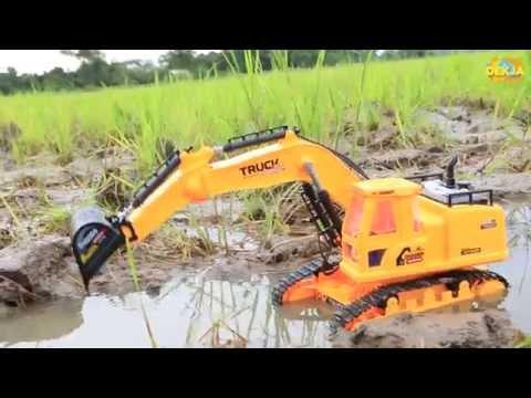 รถแม็คโครตักดินลุยน้ำในทุ่งนา | รถบังคับวิทยุ | รถตักดินเล่นในน้ำ