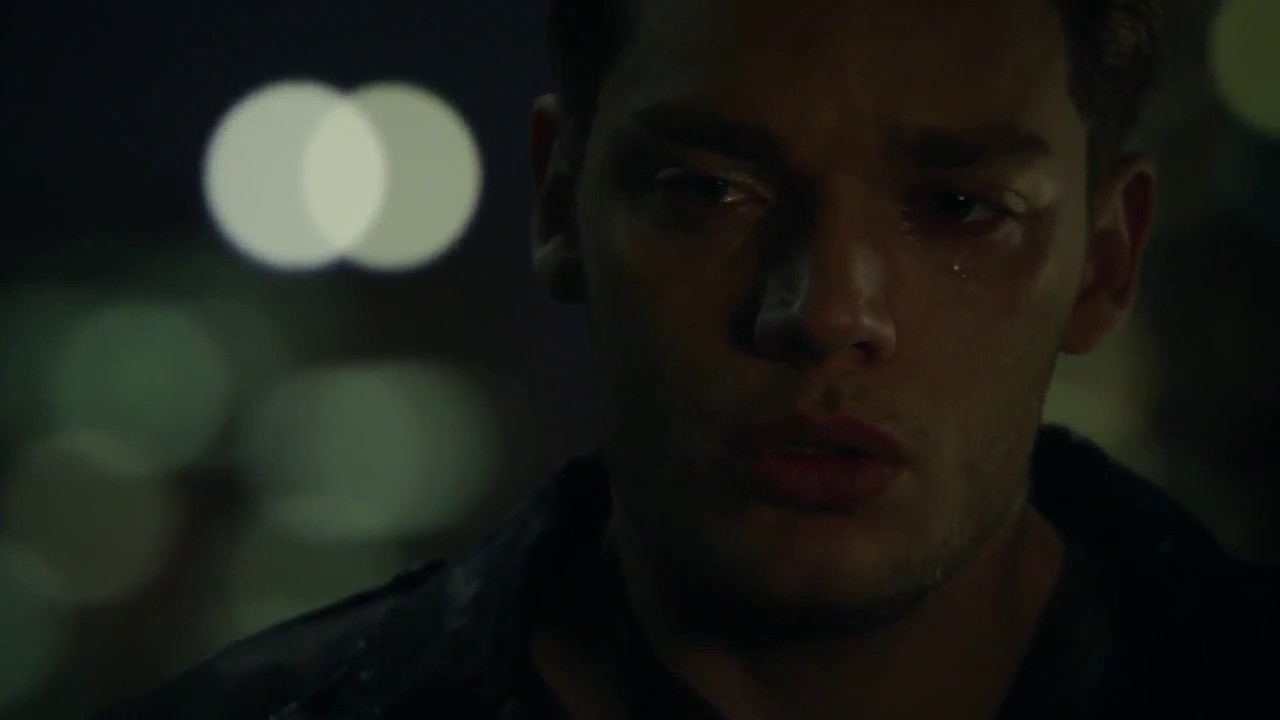 Shadowhunters - 2x11: Jace cries and Alec hugs him - YouTube