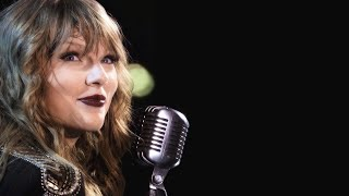 Download lagu Taylor Swift - Long Live/New Year's Day (intro + live) at #reputation Stadium Tour 2018