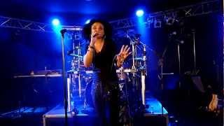 "Kim Sanders mit ""Killing Me Softly"" auf der Ü30 Party im Aachener Tivoli am 07.04.2012"