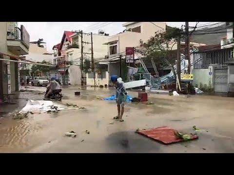 """Taifun """"Damrey"""" erreicht Vietnam vor wichtigem Gipfeltreffen"""