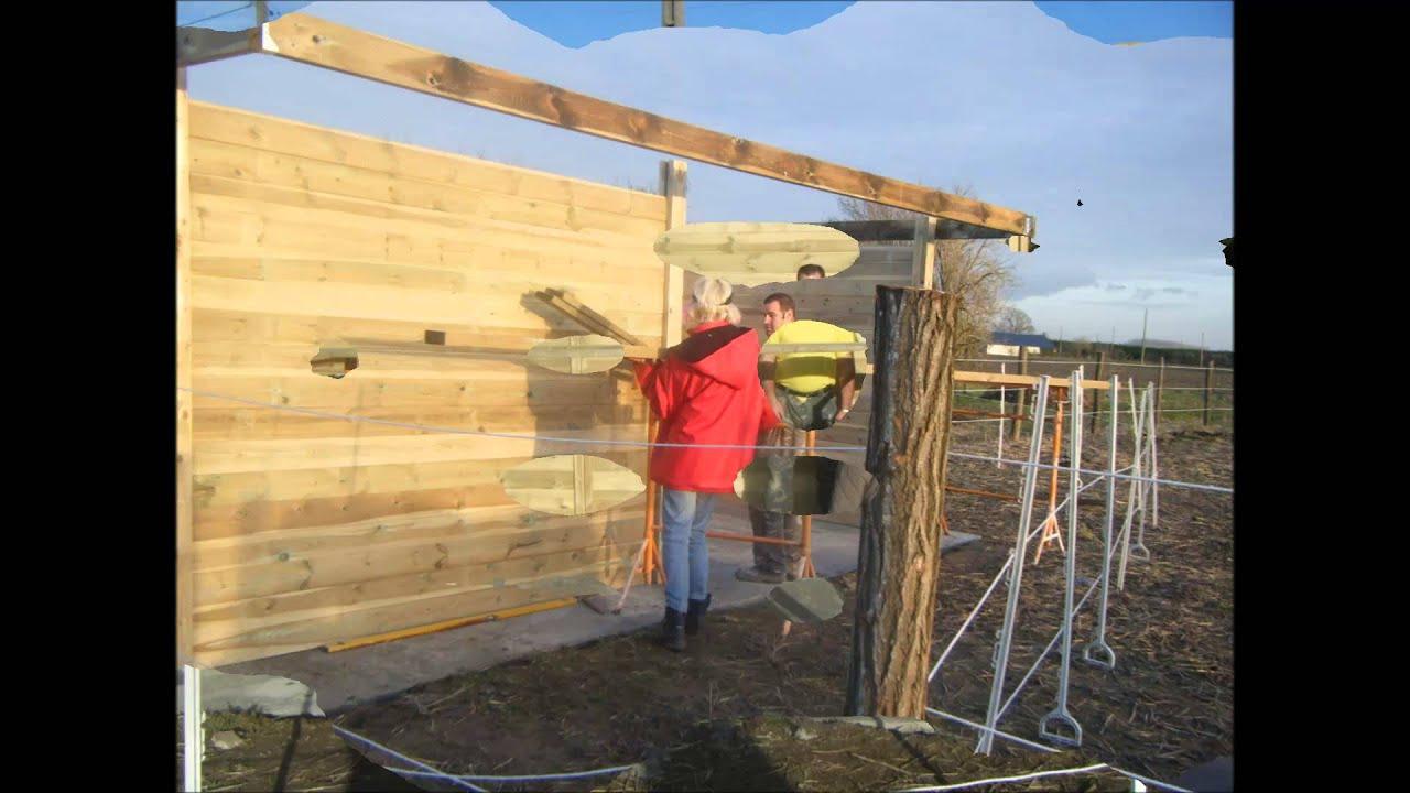 La construction d 39 un nouvel abri pour les chevaux youtube - Construction d un abri de jardin en bois ...