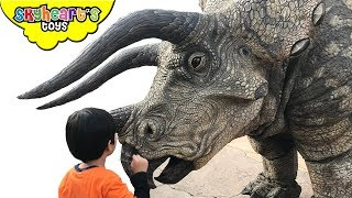 HUGE DINOSAURS in Jurassic Park! Skyheart goes to Universal Studios Japan dinosaurs for kids