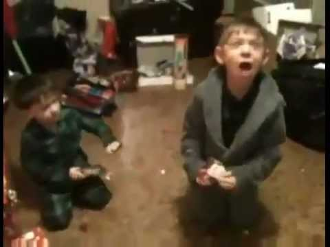Kid Going Crazy Over iPod Touch x-Mas Gift