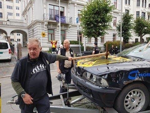Demonstrasjon mot vindkraft: Knusing av en BMW foran den tyske ambassaden