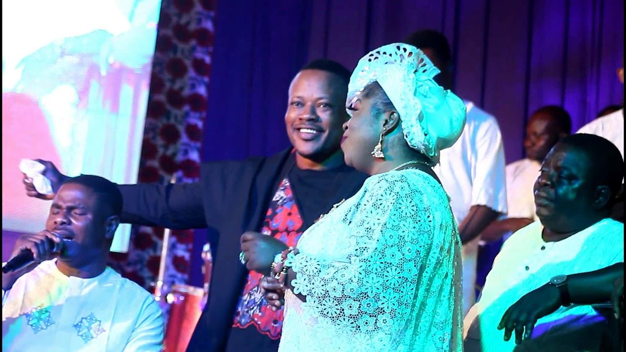 Download Yinka Ayefele dance GBE body e with Atorise at radical praise concert by Lanre Teriba