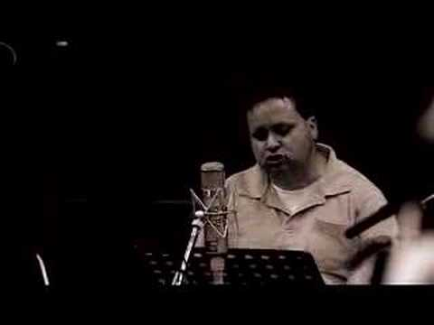 Paul Potts sings Music of the Night in the recording studio