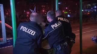 polizisten bei auf streife