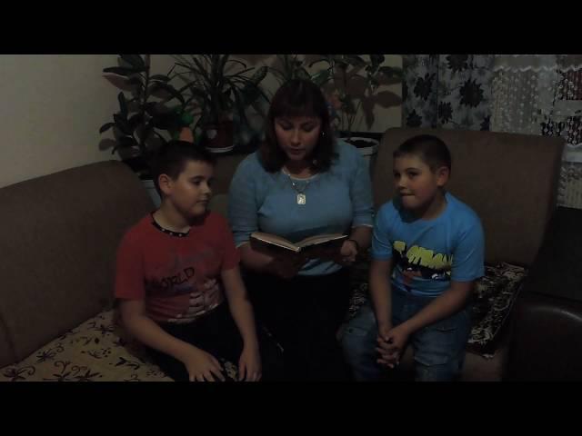 Изображение предпросмотра прочтения – «семья Зубко» читают произведение «Мыши (В нашем доме мыши поселились…)» В.Я.Брюсова