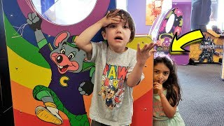 Playing Hide and Seek in CHUCK E CHEESE, Zack vs Heidi from HZHtube Kids Fun