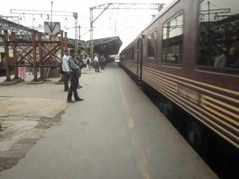 INDIAN TOURISM: Luxurious Maharajas Express with Ludhiana WDM3A at Kurla.