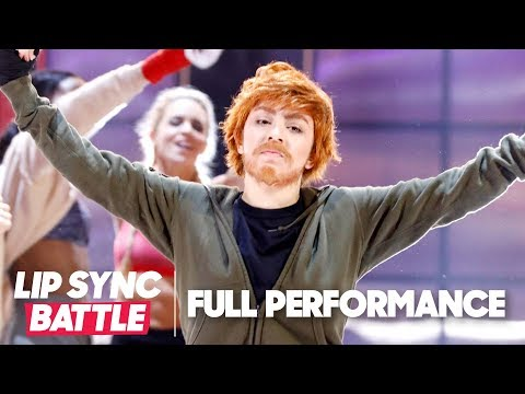 "Charli XCX Channels Ed Sheeran w/ ""Shape of You"" Performance 