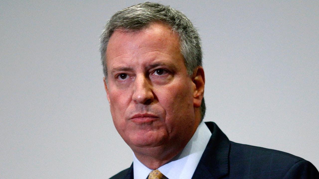 Live: NYC Mayor de Blasio speaks to press after USNS Comfort docks