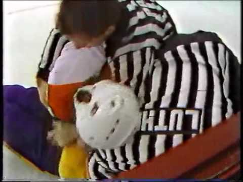 Darryl Sittler vs Ken Houston
