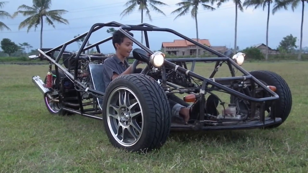T-Rex Three Wheeled Motorcycle Test Drive Zoom In - Replica ...