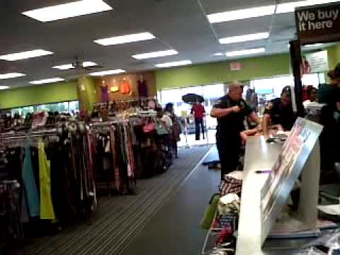 Suspect Resisting Arrest In Mall Parking Lot Doovi